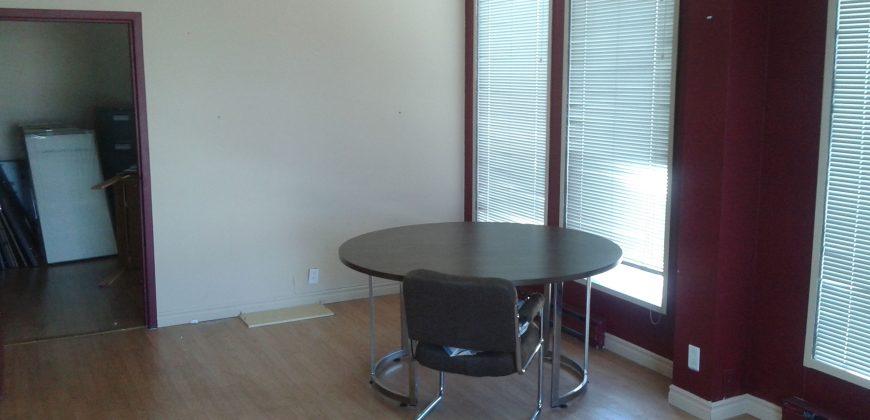 Espace de Bureau à Louer – Suite 220